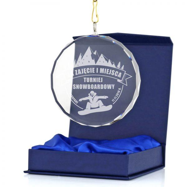Szklany medal z grawerem na turniej snowboardowy