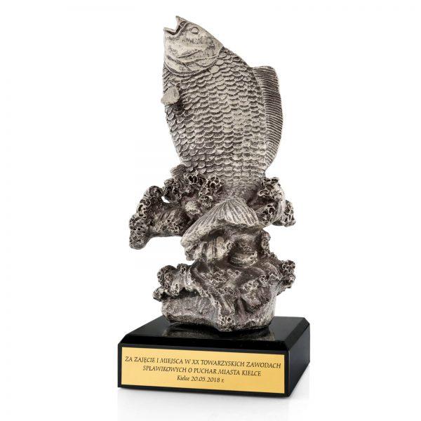 Statuetka odlewana z grawerem na zawody wędkarskie
