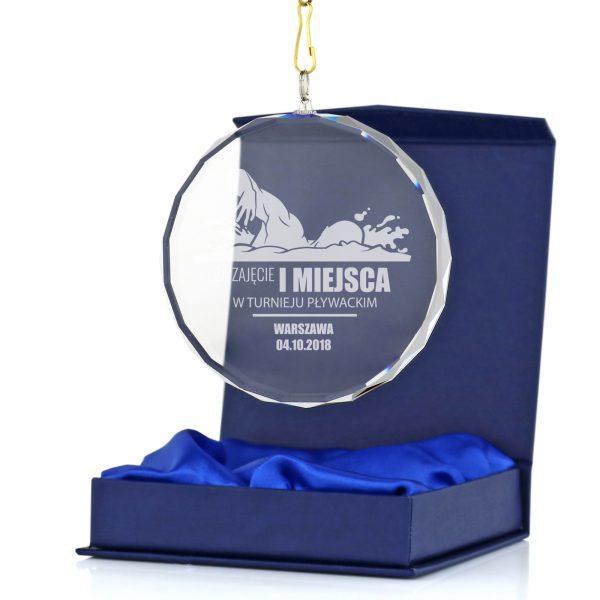 Szklany medal z grawerem na turniej pływania dla młodzieży