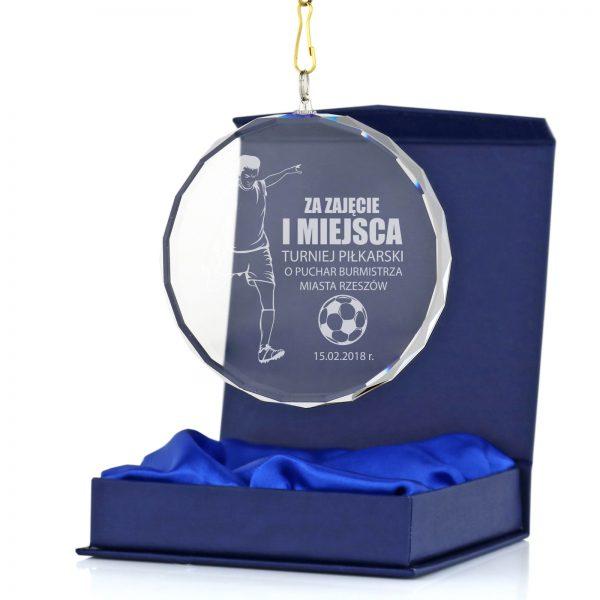 Szklany medal z grawerowaniem na turniej piłkarski