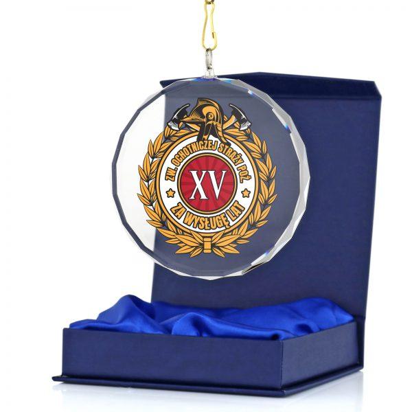 Medal z nadrukiem dla strażaka w podziękowaniu za przebytą służbę