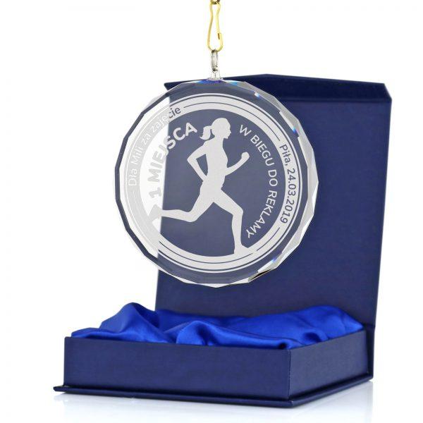 Szklany medal z nadrukiem na zawody biegowe