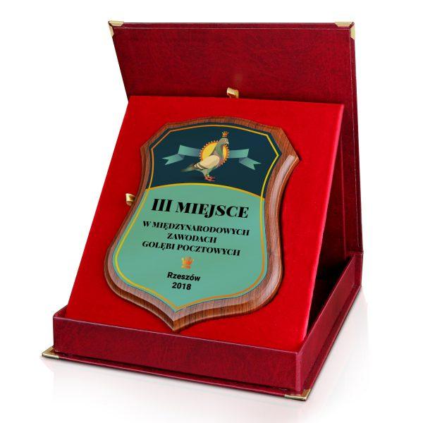 Certyfikat na drewnianym podkładzie w etui na zawody gołębi pocztowych
