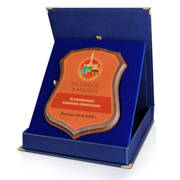 Certyfikat z nadrukiem w niebieskim etui na olimpiadę chemiczną