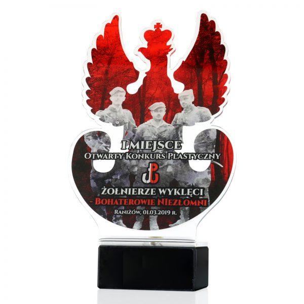 Statuetka z pleksi na marmurowym postumencie na konkurs plastyczny ku pamięci Żołnierzy Wyklętych