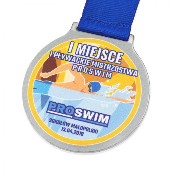 Medal z metalu z nadrukiem na turniej pływacki