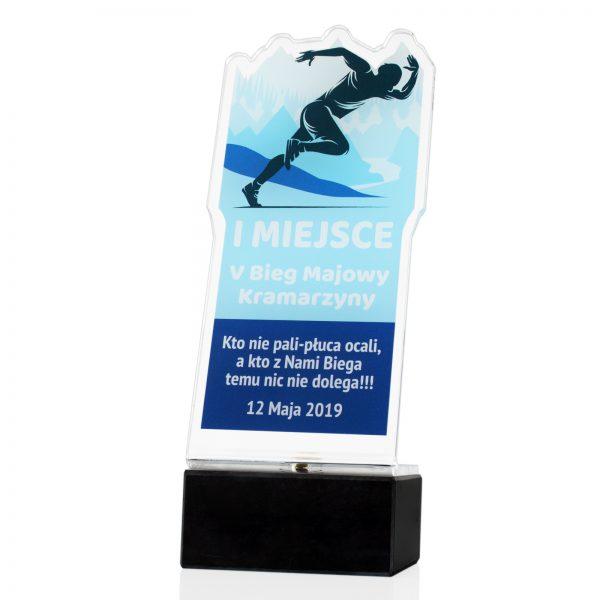 Statuetka z pleksi na marmurowym postumencie na zawody w bieganiu