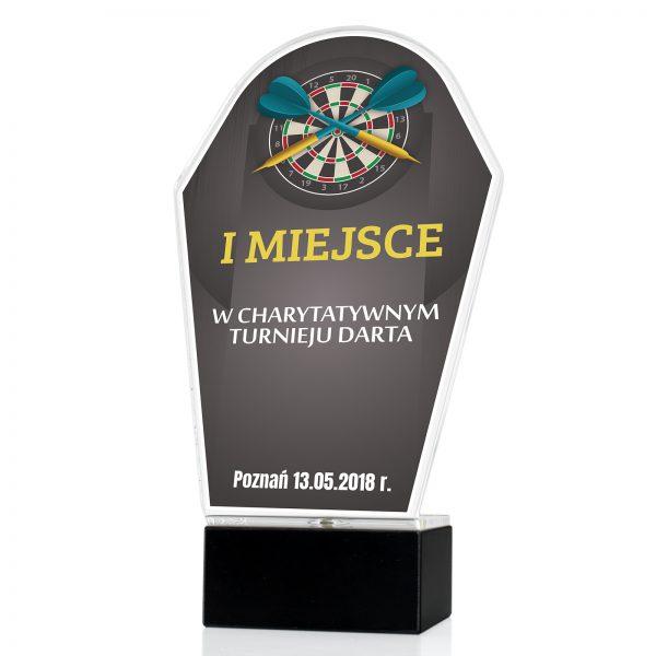 Statuetka z pleksi na postumencie na charytatywny turniej darta