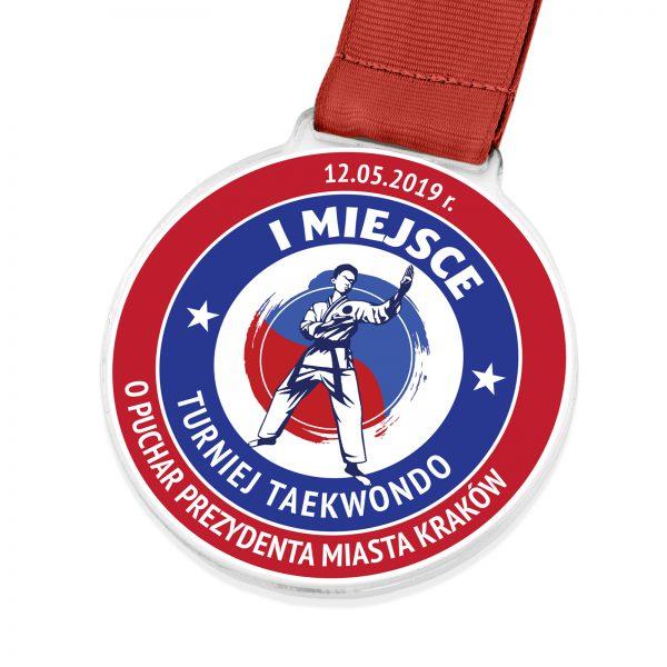 Medal z przeźroczystej pleksi z nadrukiem na turniej Taekwondo