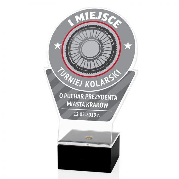 Statuetka z pleksi na postumencie na turniej kolarski