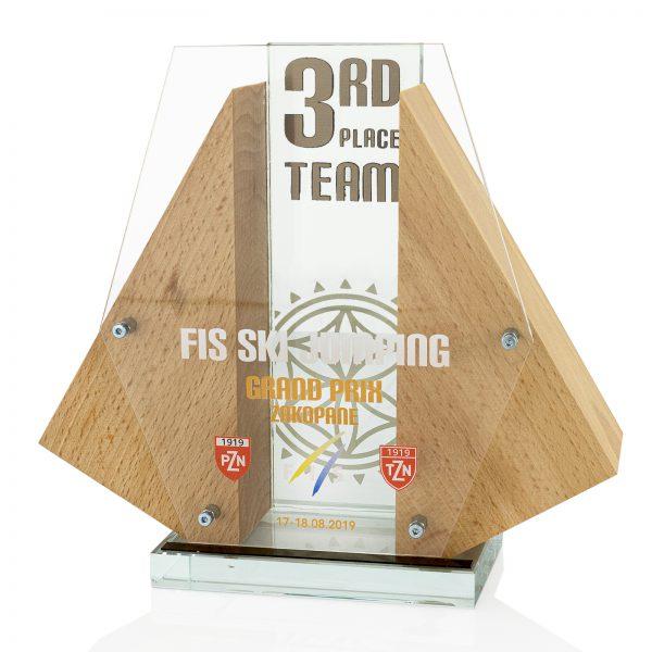 Trójwymiarowa statuetka na konkurs drużynowy Letniego GP w Skokach