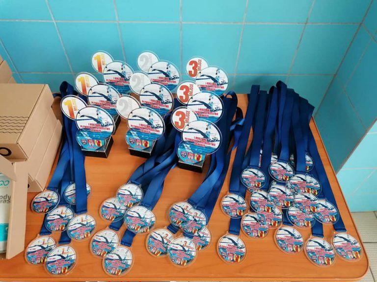 puchary i medale sportowe z pleksi