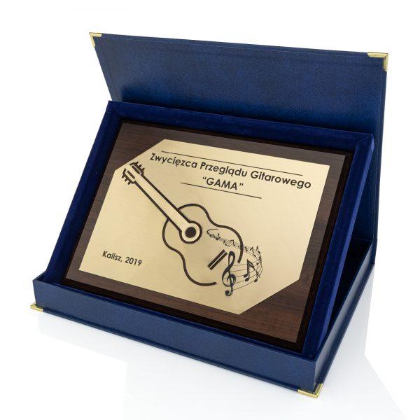 Drewniany dyplom z laminatem dla zwycięzcy przeglądu GAMA