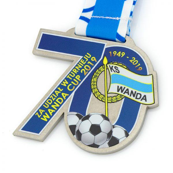 Medal w piłce nożnej dla dzieci za udział w turnieju KS Wanda