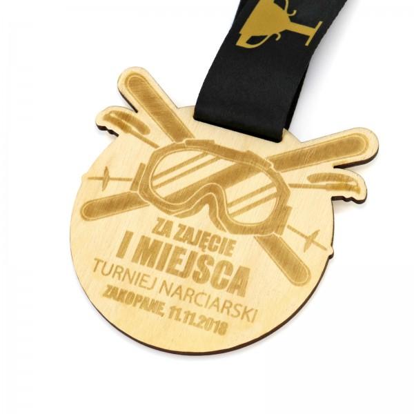 Medal z magnesem wykonany z drewna na turniej narciarski
