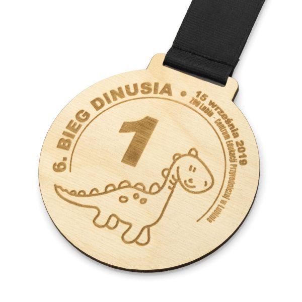grawerowany medal z drewna